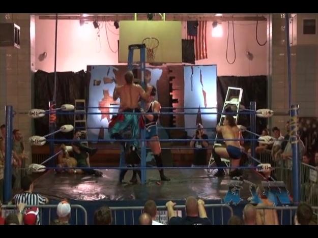 AIW.6.Man.Ladder.match.Agosto.2013.subido.por.Acid99.mp4_000387352
