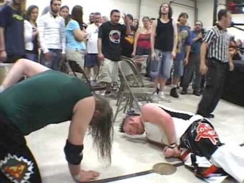 Chris Hero vs Arik Cannon (TPI 2005) subido por AC1D.avi_001239237