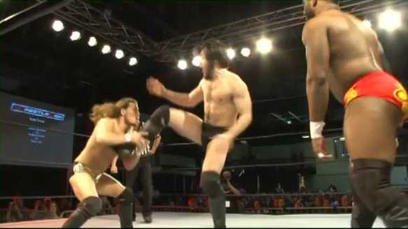 T.Lee.vs.C.Alexander.vs.A.Everett.WCon.subido.por.AC1D.mp4_000182056