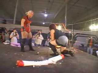 IWA-Lufisto vs MickieK nuckles QOTDM 07.avi_000308827