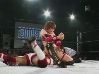 Kana.vs.Syuri.2010.SMASH.subido.por.AC1D.avi_20150918_111739.025